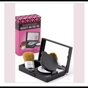 🌺BareMinerals Refillable Compact W/Kabuki Brush